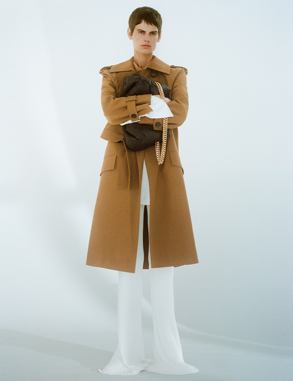 Look 2: SS21 Khaki coat with white pants and black bag