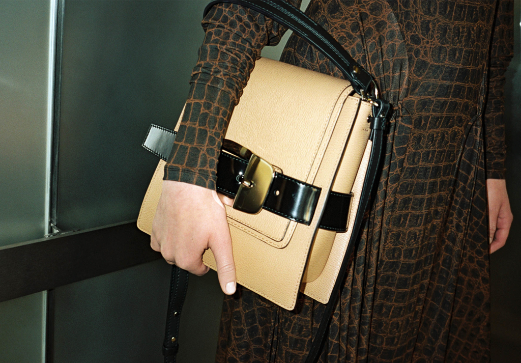 Campaign image of the Trapeze Bag in butter rum