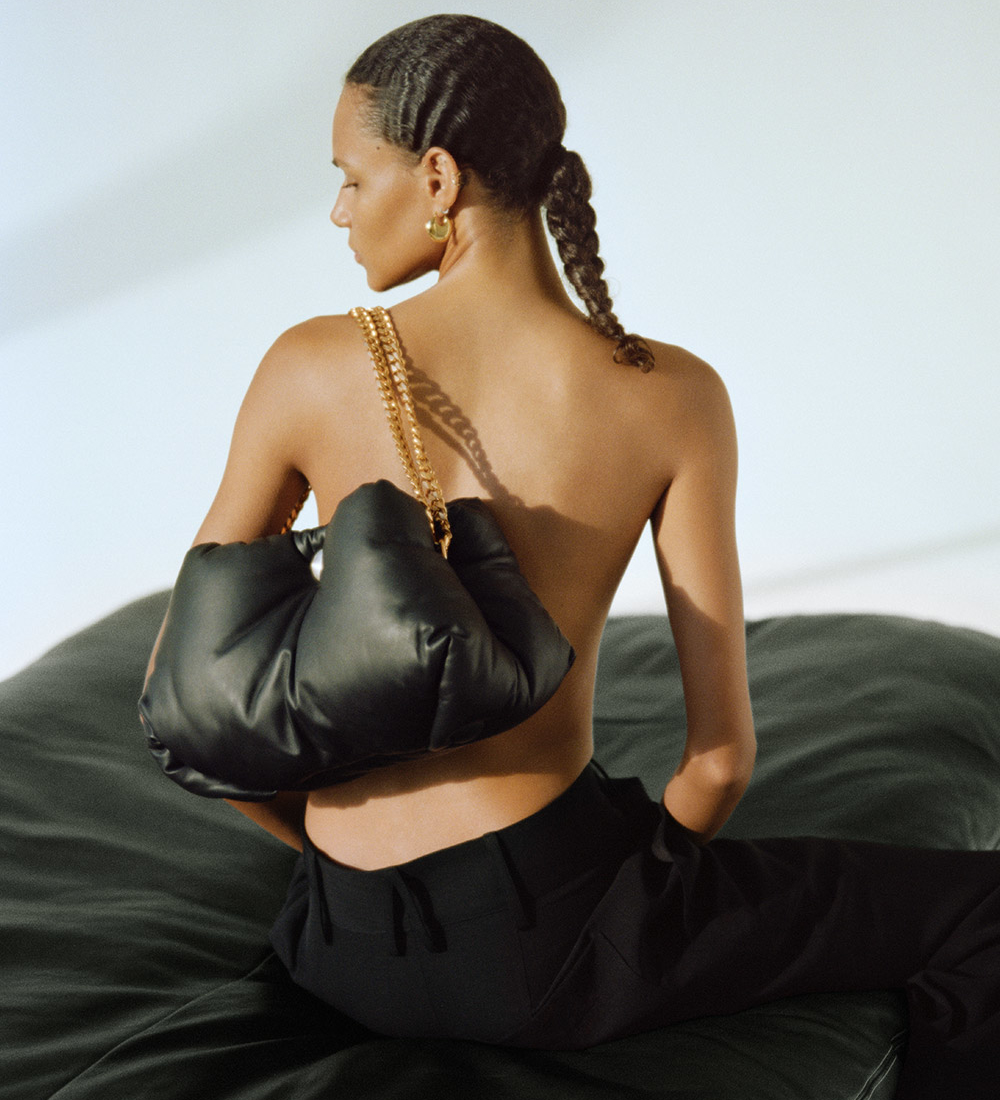 campaign image of the tobo chain bag in black
