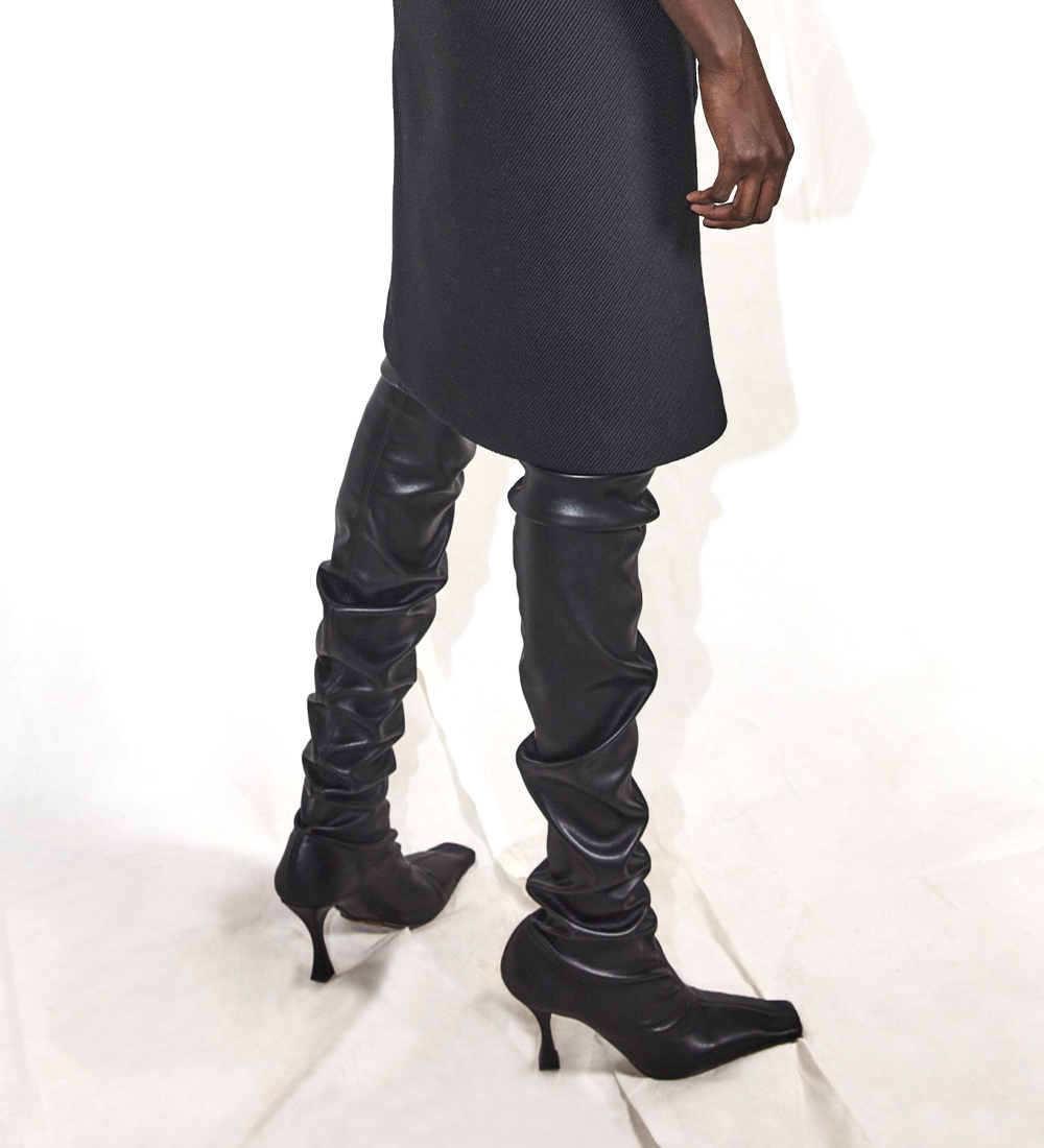 supplementary image of the black ruched boot