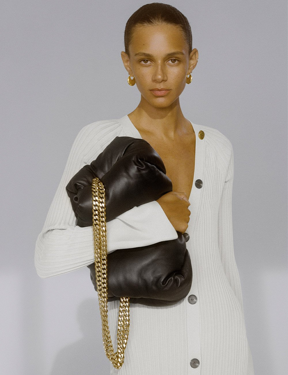 SS21 Look 8: Bag Puffy Bag with White knits